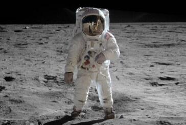 در مسیر ماه